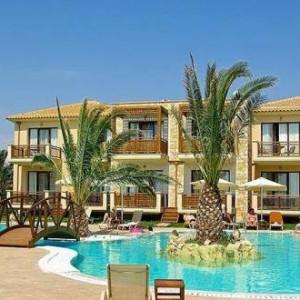 ΜΕΓΑΛΕΣ ΕΓΚΑΤΑΣΤΑΣΕΙΣ: Μπόιλερ με αντλία θερμότητας στα ξενοδοχεία Μediterranean Village και Poseidon Palace
