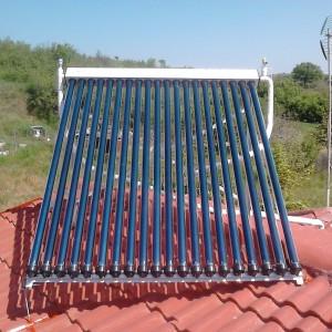 Ηλιακός συλλέκτης με λάμπες κενού σε οικία στη Νεοκαισάρια Πιερίας (Σάββας Τσεντίδης)