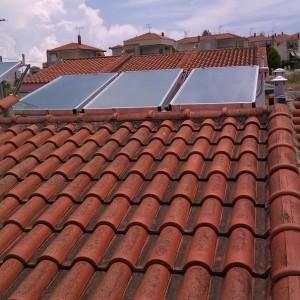 Ηλιακοί συλλέκτες σε ενοικιαζόμενα δωμάτια στην Καλλιθέα Χαλκιδικής (Ιωάννης Σίμογλου)