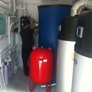 Μπόιλερ με αντλία θερμότητας για παραγωγή ζεστών νερών χρήσης στο ξενοδοχείο ALARZO στην Παραλία Κατερίνης