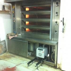 Καυστήρας πέλλετ ADGREEN OVEN σε φούρνο αρτοποιείου στη Σκύδρα