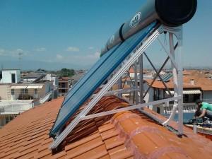 Παραγωγή ζεστού νερού χρήσης με ηλιακούς κενού