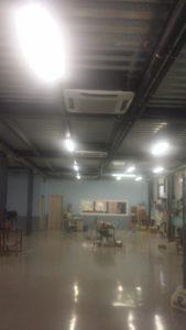Βιομηχανικό κτίριο με αντλία θερμότητας ADTHERM